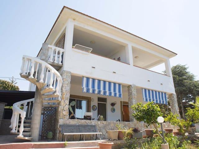 Villa Luxory indipendente 350 metri dal mare