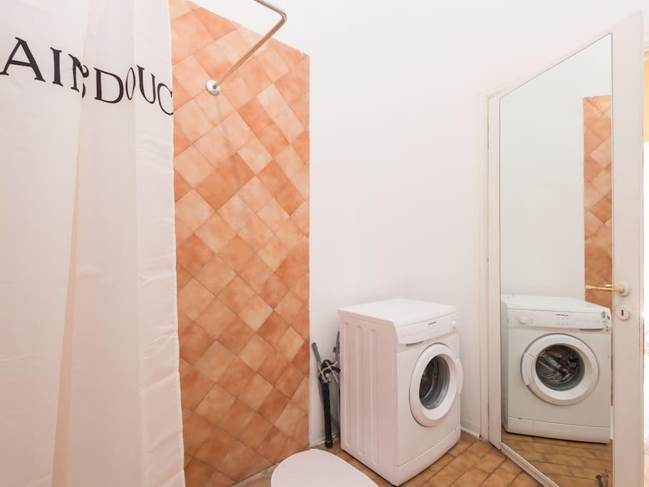 bathroom/washing machine