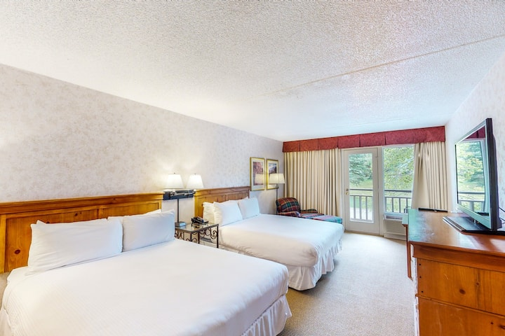 Homey hotel room w/valley views, shared hot tub, outdoor pool, lounge area, gym