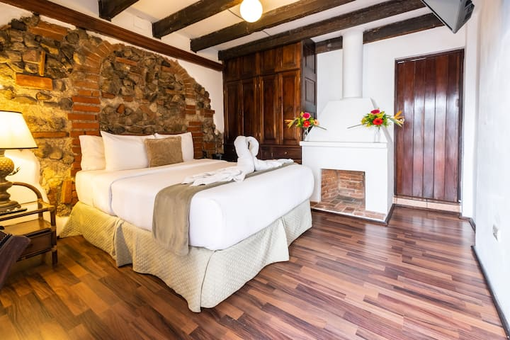 Elegant, Spacious Room with Views and Queen Bed