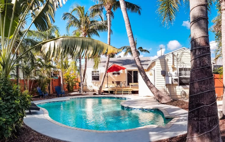 Cozy Delray Beach Vacation Rental 3/2 Home + Pool