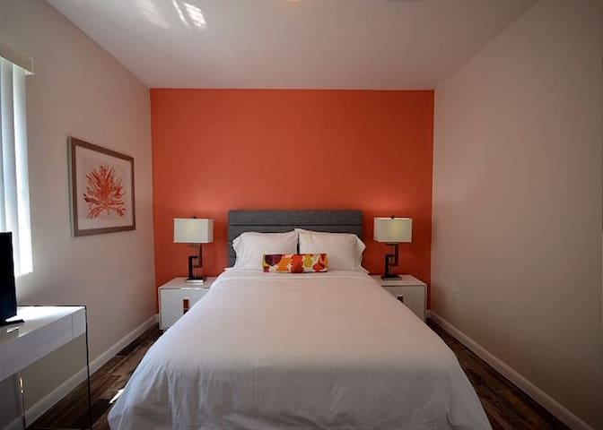 Fabulous Private Bdrm Queen Bed / Shared Bathroom - Miami - Huis