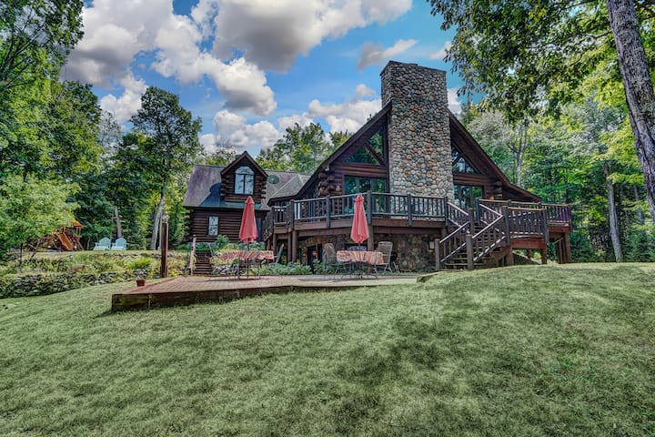 NEW LISTING! Gorgeous lakefront lodge w/dock, deck, game room & firepit