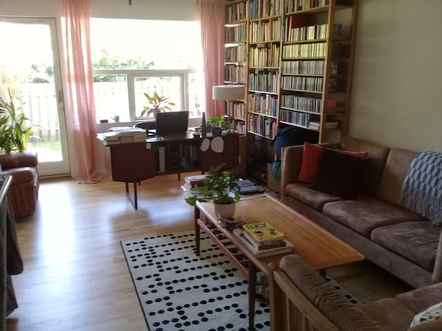 Cozy, sunny 2-BR w/ private garden in Nørrebro