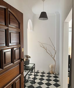 Two bedroom classy apt, 10 min from City center