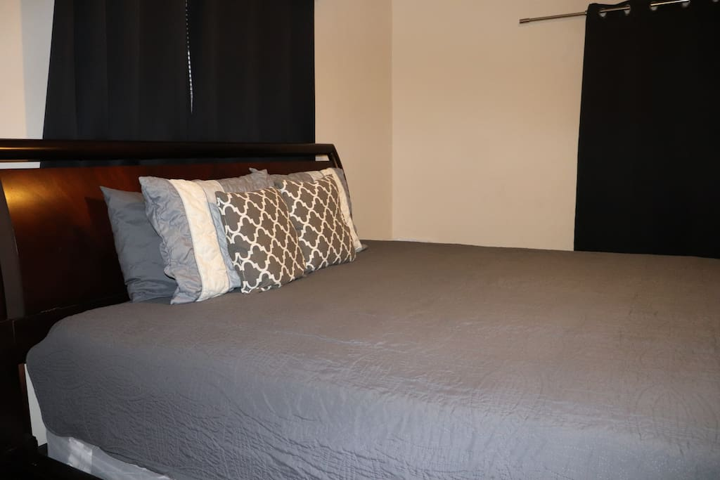 Room 1 King Bed