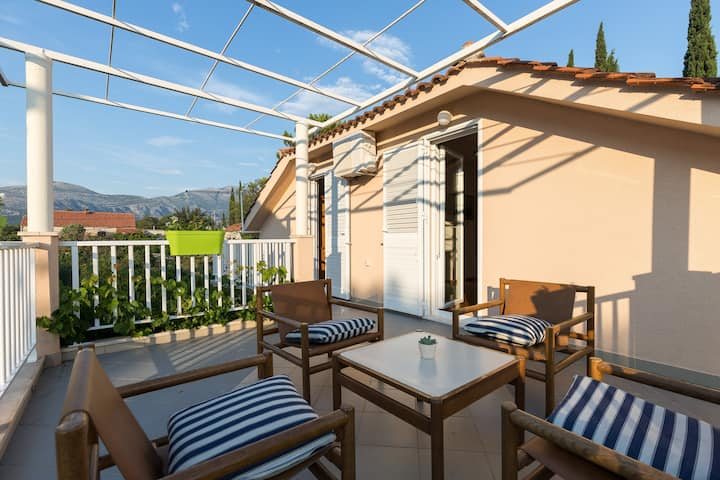Apartment Zora - Two Bedroom Apartment with Terrace and Garden View