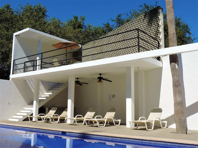 Hamaca Apt -pool, security, beach equipment & WIFI