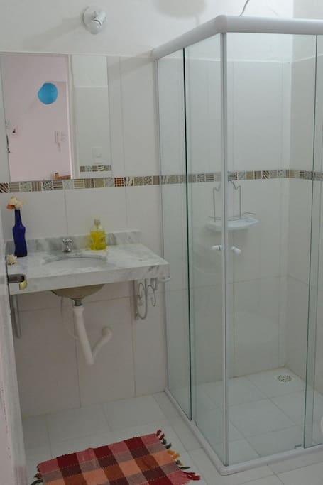 Banheiro externo privativo