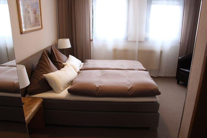 Pension Stauber (Hohenburg), Doppelzimmer mit WLAN und Gemeinschaftspool