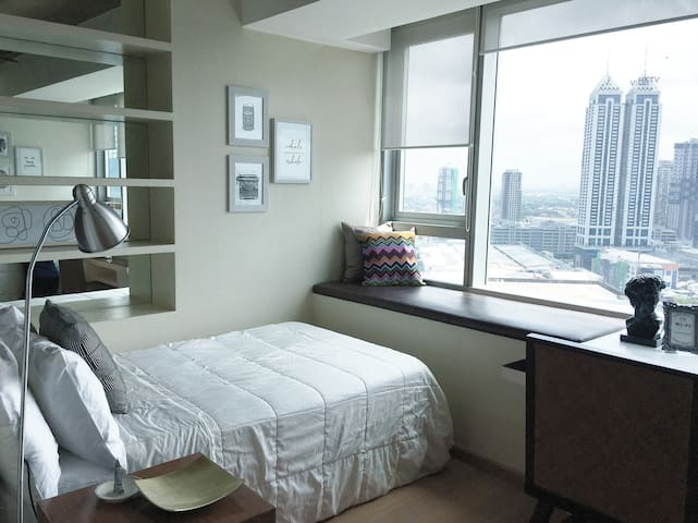 Huge Studio, connected to MALLS plus Free pick up