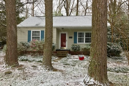Comfy Downtown Cary Cottage - Cary - Casa