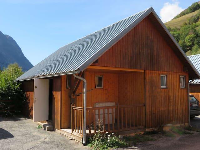 Chalet en rénovation à l'intérieur à Allemont
