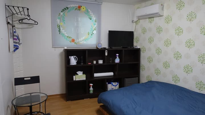 Cheap,  Good location, Clean / 4min Seoul Station