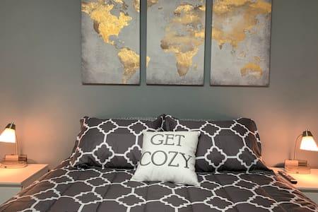 Rockford & Belvidere IL. Clean & Comfy Home.