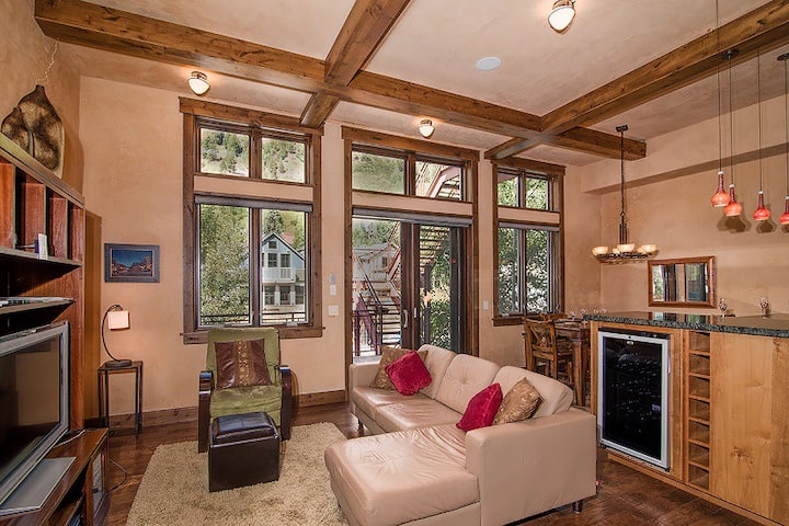 Ideally Located Main Street Condo with Private Hot Tub and Breathtaking Mountain Views
