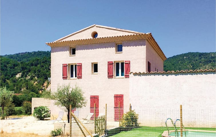 Semi-Detached with 4 bedrooms on 110m² in Propiac les Bains