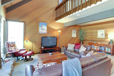 Sunriver Home w/ European Charm and 8 SHARC Passes