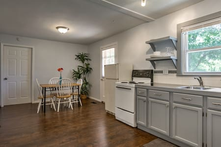 Very Nice 1 BR  in Johnson County - Lakás