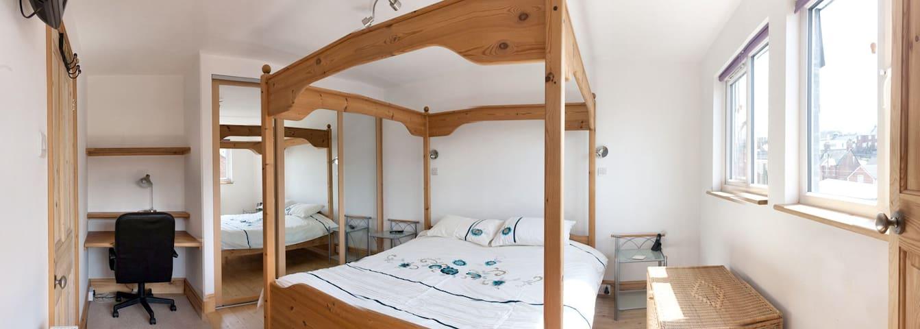 Buddies - Room 4