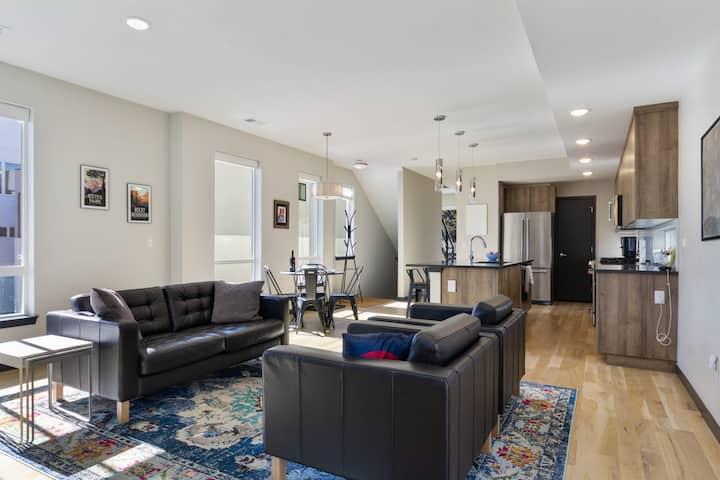 3 Bedroom Urban Condo- Spacious and Open