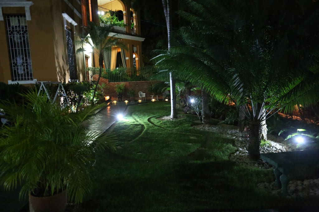 Vista exterior nocturna