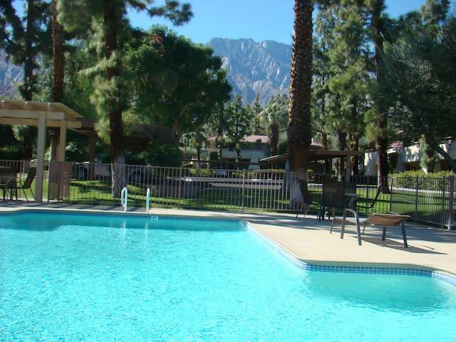 Palm Springs Pool view condo. 29 day minimum.