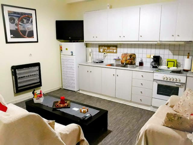 HOUSE near airport *9 MINUTES* LOW COST TRANSFER