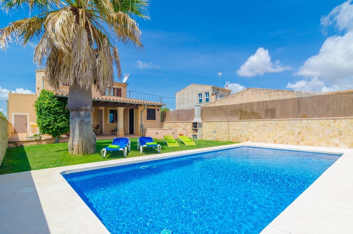 CARLES - Villa with private pool in Vilafranca de Bonany. Free WiFi