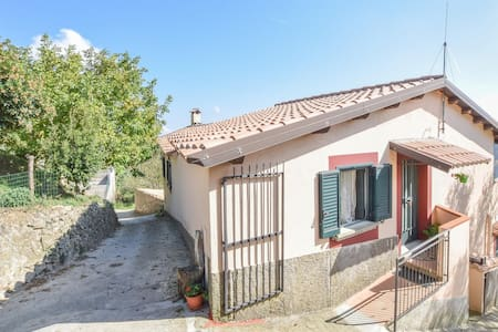 Semi-Detached with 6 bedrooms on 200m² in Ciminà