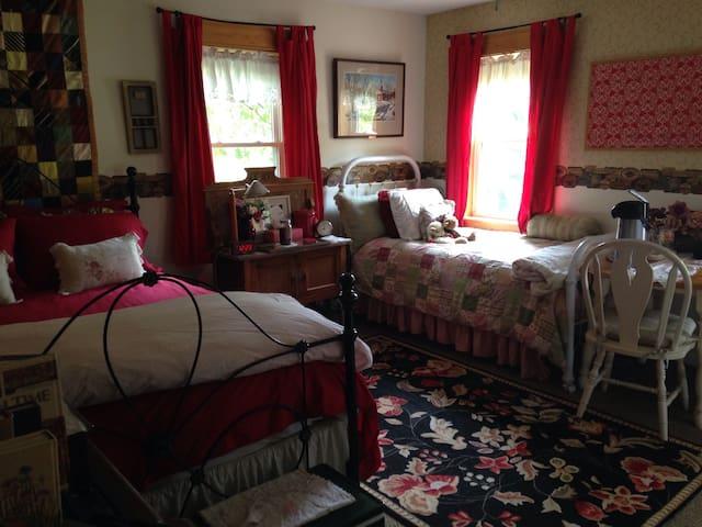 Pleasant Hill Farm - Buncombe - Bed & Breakfast