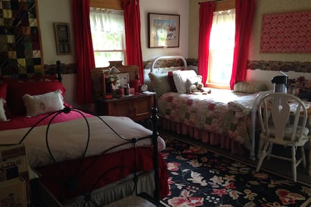 Pleasant Hill Farm - Bed & Breakfast
