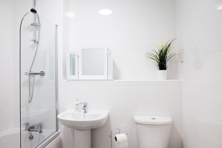Guild House - 2 bedroom apartment - Swindon - Lägenhet