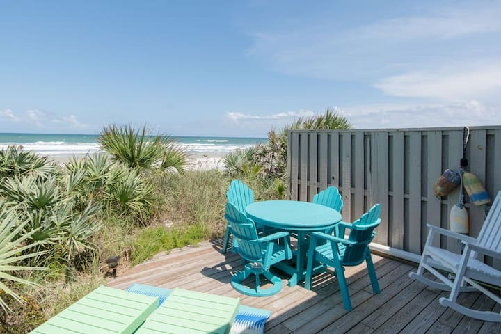 Direct oceanfront 3 bedroom 2 bath condo in Sea Dunes, Sailfish. SeaD-A3