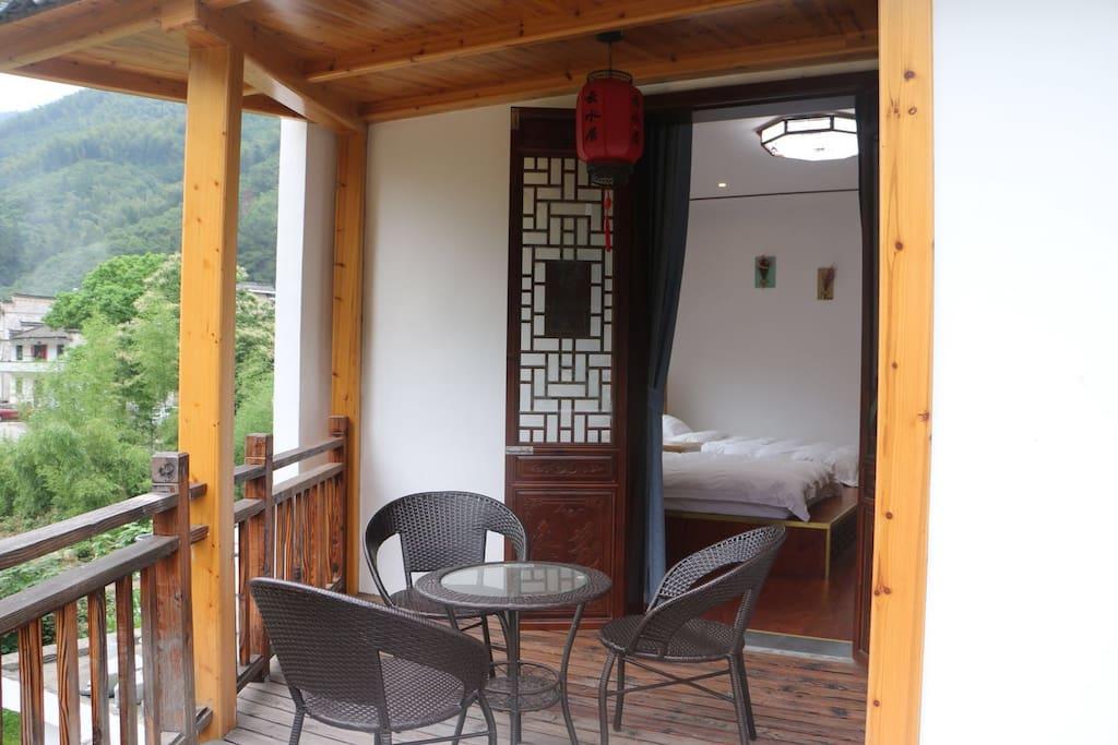 独立的大阳台,夏天的晚上可以乘凉,欣赏满眼星光月色,也可以在冬天的午后暖暖的晒太阳