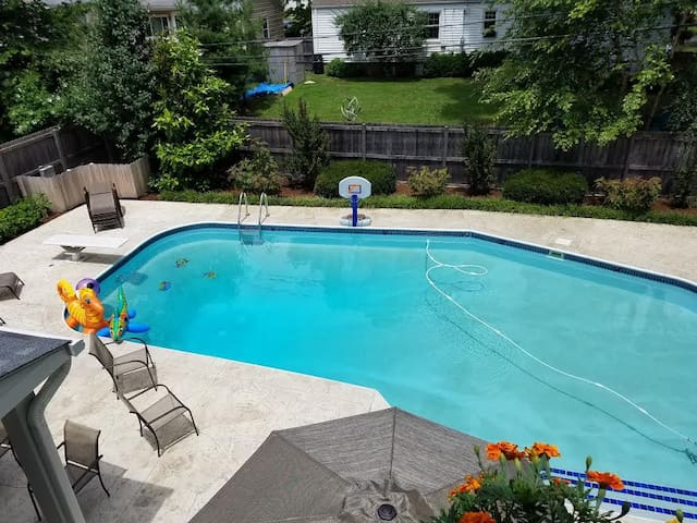 Relaxing pool, central location 1 BR, Private Bath