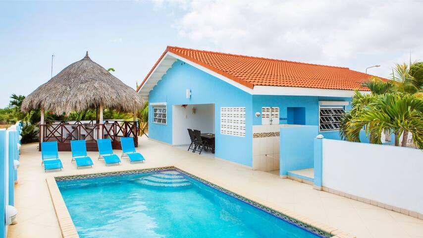 Villa Blou, complete villa with private pool