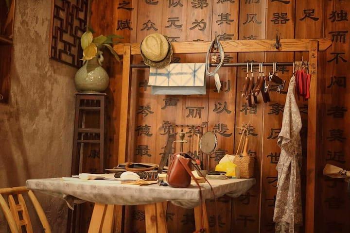 慢囤囤1号房:温州第一批历史建筑 纱帽河朱氏民居四合院内(卫生间在房间外,非公用,隔音一般)