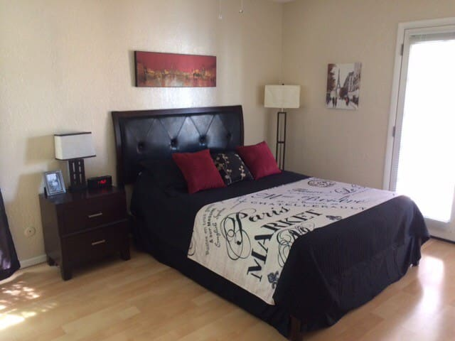 Condo: Comfy~ Convenient~Costs Less - El Paso - Kondominium