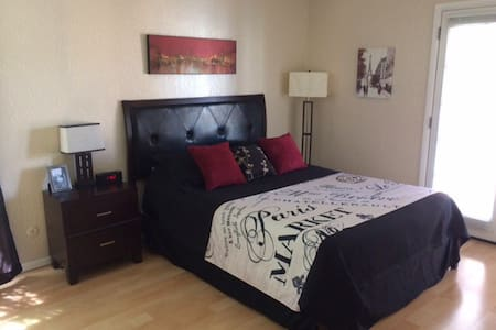 Condo: Comfy~ Convenient~Costs Less - El Paso