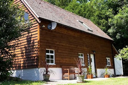 The APPLE BARN Holiday Cottage - Huis