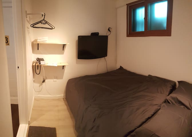 Double Bedroom with Private bathroom - Guesthouse