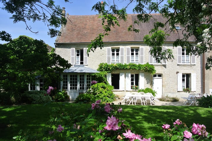 Spacious cottage in lovely garden