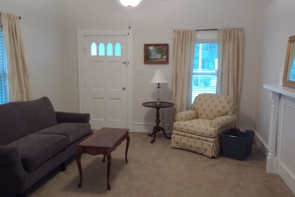 Quaint and peaceful living room, great for catching up on work or reading a good book.