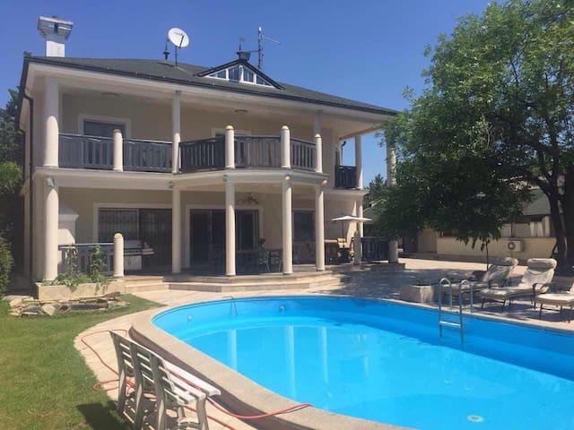 Lux waterfront house - Novi Sad - Casa