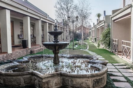 Afrique Boutique Hotel O.R Tambo 2 - Bed & Breakfast