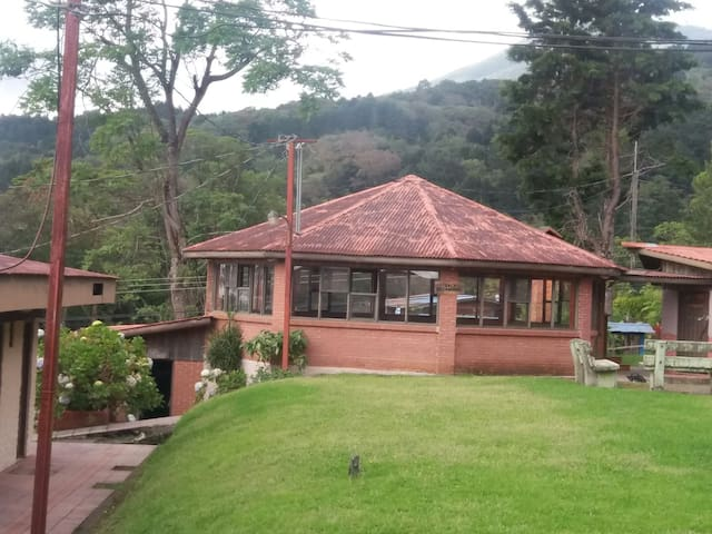 Large party room sleeps 16 people - Heredia, CR