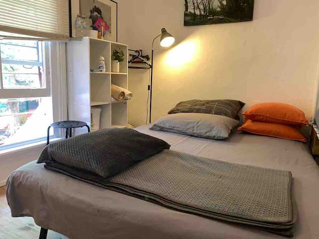 Private room with double bed in the city