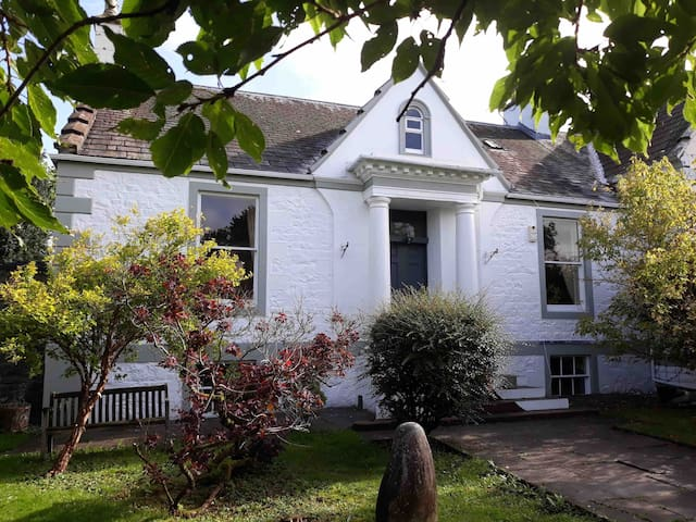 Old Bank House Moniaive; sleeps 6, pets welcome