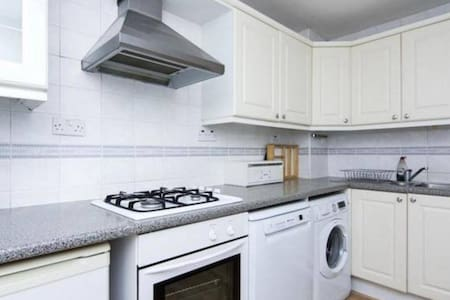 Large Double Bedroom in Old Street - London - Apartment